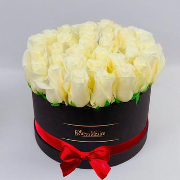 Caja Negra de Rosas Blancas