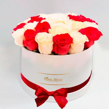 Caja Blanca de Rosas Rojas y Blancas