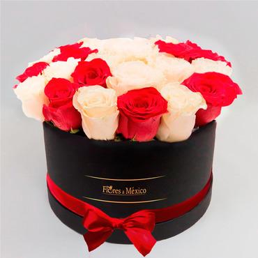 Caja Negra de Rosas Rojas y Blancas